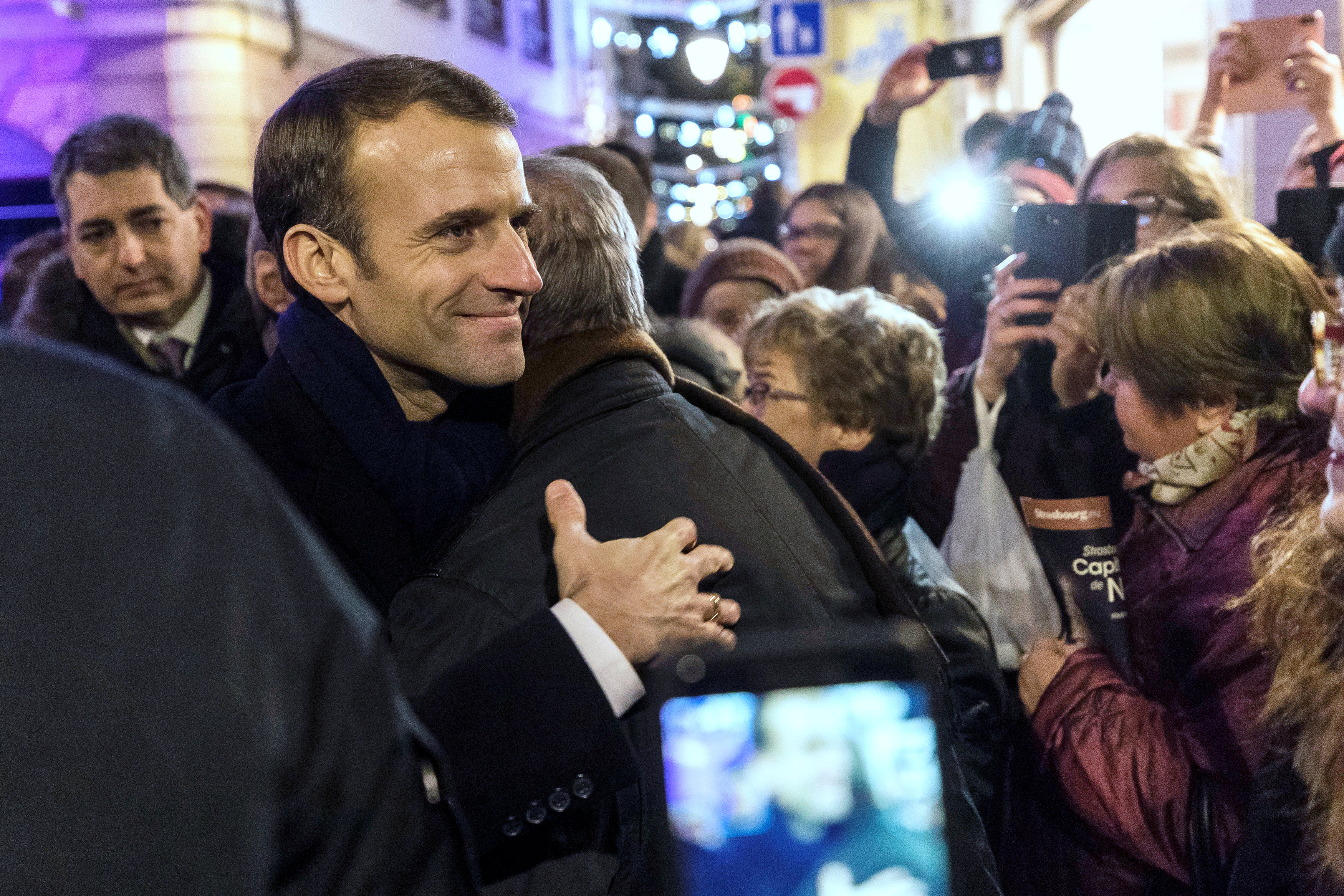2018-12-14T202159Z_161702317_RC12D23741A0_RTRMADP_3_FRANCE-SECURITY-MACRON-CHRISTMAS