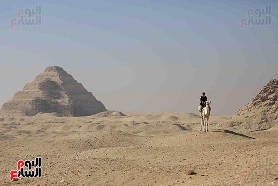 اكتشاف مقبرة بالهرم (1)