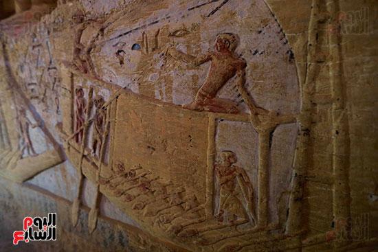اكتشاف مقبرة بالهرم (35)