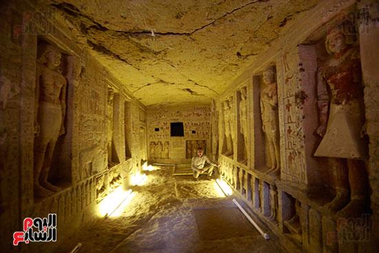 اكتشاف مقبرة بالهرم (13)
