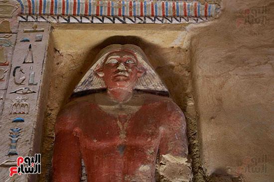 اكتشاف مقبرة بالهرم (25)