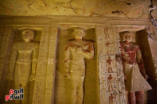 اكتشاف مقبرة بالهرم (32)