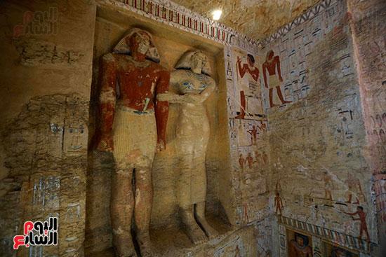 اكتشاف مقبرة بالهرم (24)