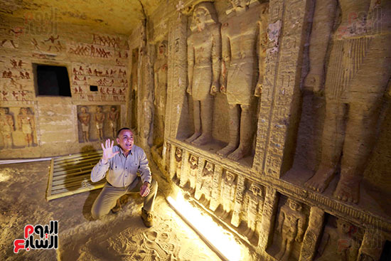 اكتشاف مقبرة بالهرم (18)