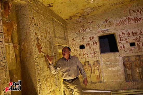 اكتشاف مقبرة بالهرم (17)