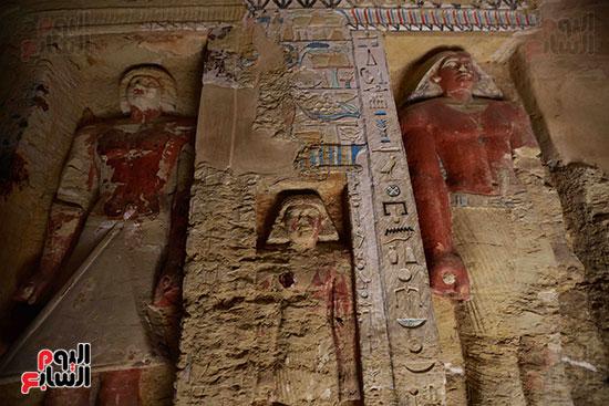 اكتشاف مقبرة بالهرم (20)