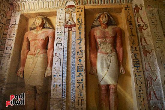 اكتشاف مقبرة بالهرم (21)