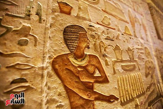اكتشاف مقبرة بالهرم (29)