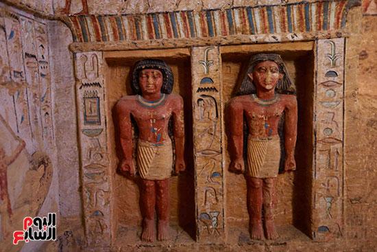اكتشاف مقبرة بالهرم (33)