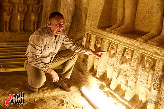 اكتشاف مقبرة بالهرم (14)
