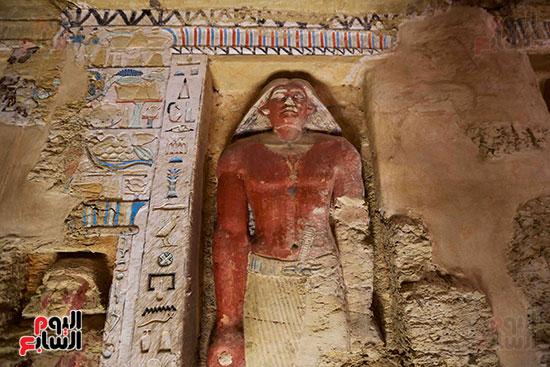 اكتشاف مقبرة بالهرم (19)