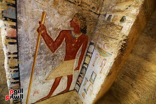 اكتشاف مقبرة بالهرم (37)