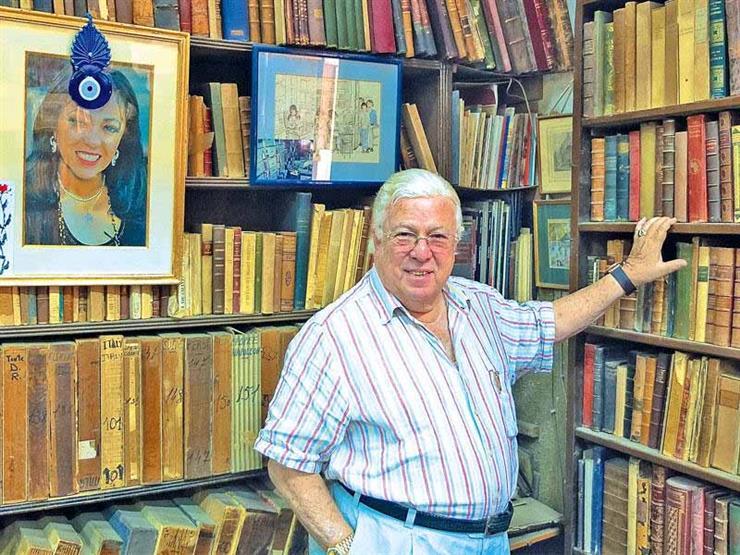 مكتبة المستشرق للفنان حسن كامى