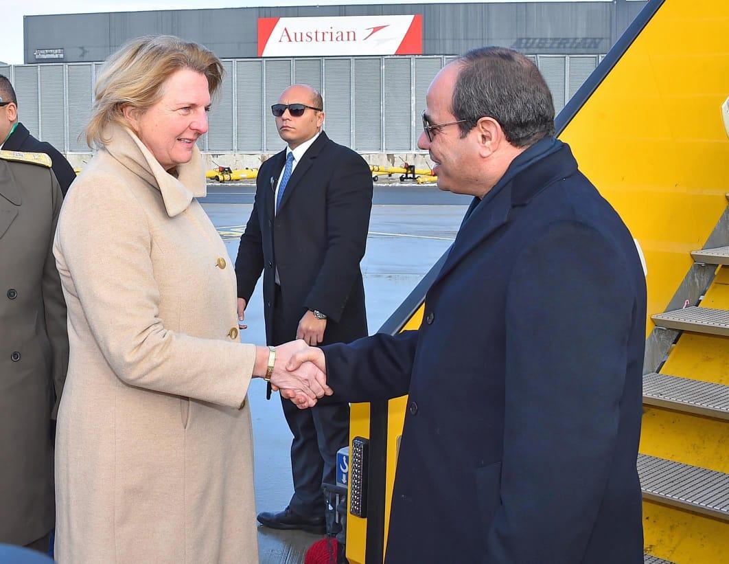 الرئيس ووزيرة خارجية النمسا