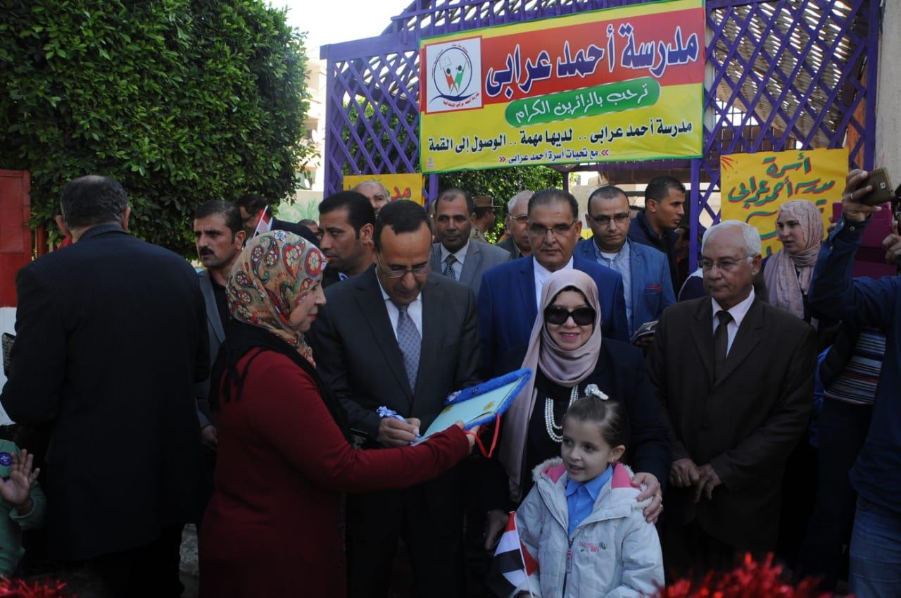 محافظ شمال سيناء يكرم المتميزين من أهالى سيناء 2