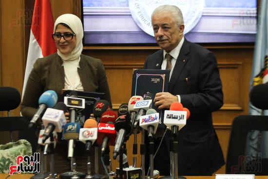 طارق شوقى وزير التعليم  وهالة زايد وزيرة الصحه (12)