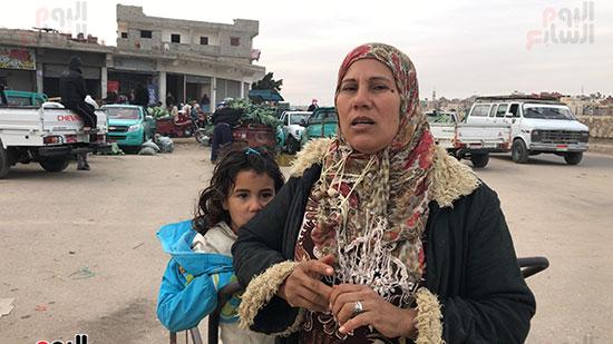 حنان-عبد-اللطيف..-أول-امرأة-تقوم-العجلة-بحثا-عن-الرزق-فى-العريش-(13)