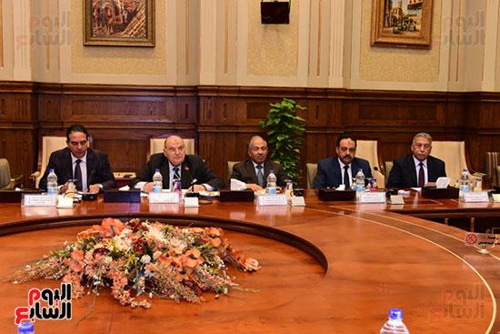 كمال عامر رئيس لجنة الدفاع والأمن القومى بمجلس النواب يستقبل نائب رئيس مجلس الشيوخ الفرنسى (1)