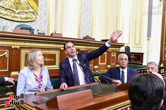 كمال عامر رئيس لجنة الدفاع والأمن القومى بمجلس النواب يستقبل نائب رئيس مجلس الشيوخ الفرنسى (15)
