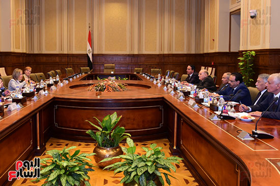 كمال عامر رئيس لجنة الدفاع والأمن القومى بمجلس النواب يستقبل نائب رئيس مجلس الشيوخ الفرنسى (3)