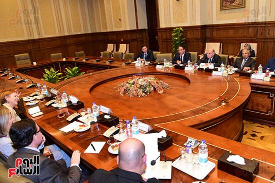 كمال عامر رئيس لجنة الدفاع والأمن القومى بمجلس النواب يستقبل نائب رئيس مجلس الشيوخ الفرنسى (6)