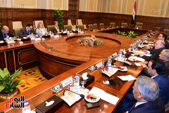 كمال عامر رئيس لجنة الدفاع والأمن القومى بمجلس النواب يستقبل نائب رئيس مجلس الشيوخ الفرنسى (2)