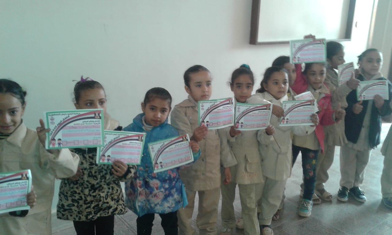 الكشف على طلاب المنيا (2)