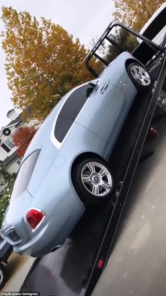 سيارة كيلي جينر  (1)