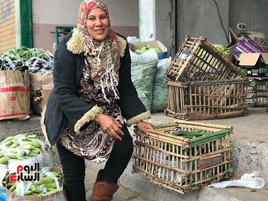 حنان-عبد-اللطيف..-أول-امرأة-تقوم-العجلة-بحثا-عن-الرزق-فى-العريش-(16)