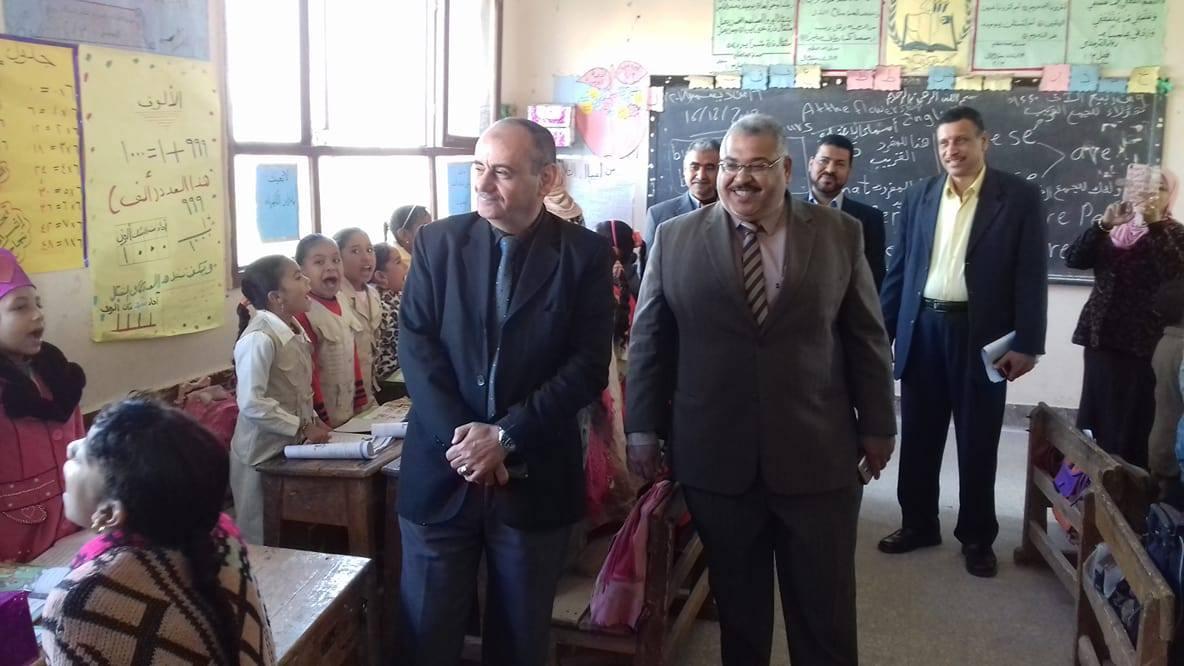 الكشف على طلاب المدارس بسوهاج (1)