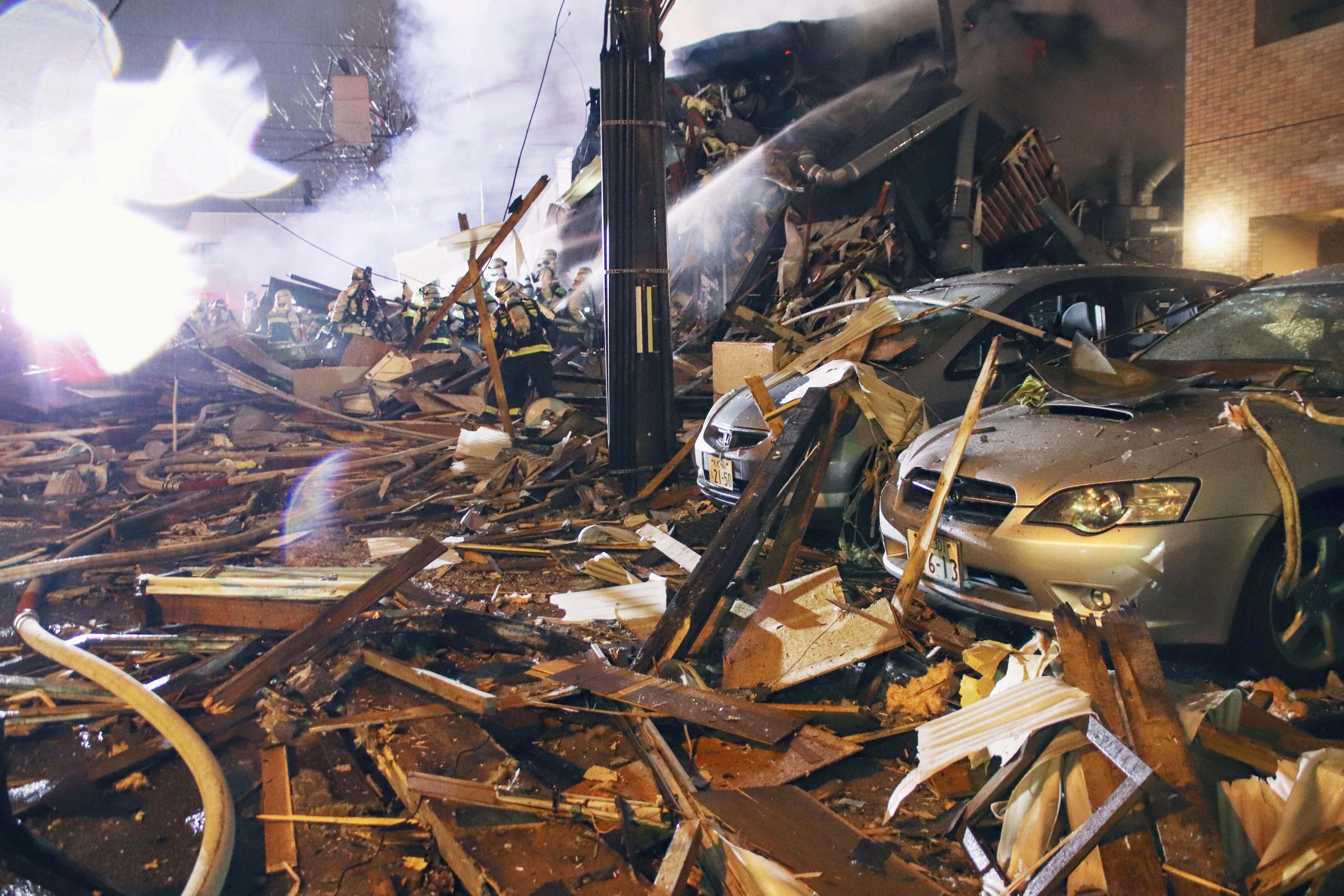 انفجار مطعم شمال اليابان (5)