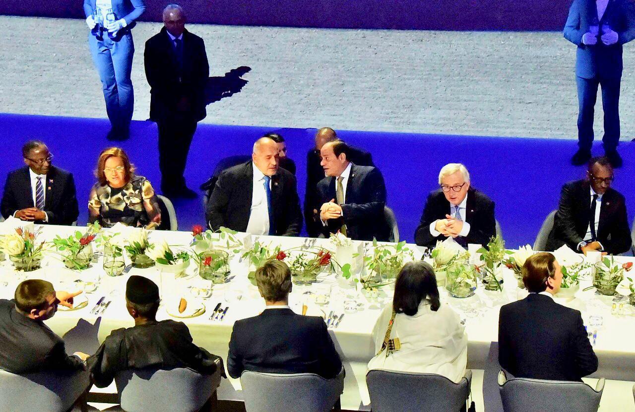 السيسى يحضر مأدبة عشاء مع وفود المنتدى الأوروبى بدعوة من مستشار النمسا (2)