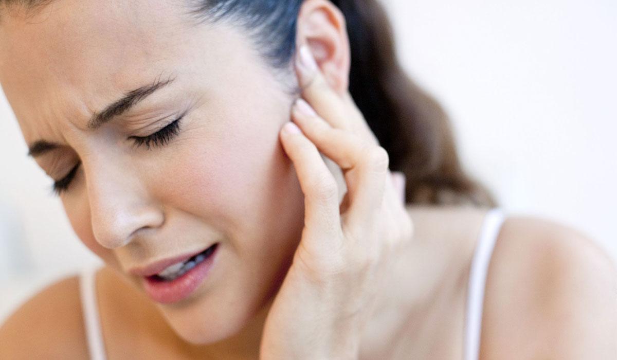 مضغ اللبان وقضم الأظافر يسببان طقطقة الفك اعرف العلاج اليوم السابع