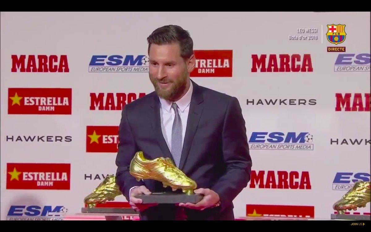 ميسي يتسلم جائزة الحذاء الذهبى