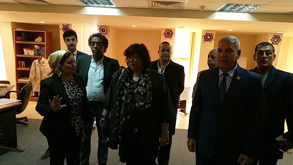 وزيرة الثقافة تتفقد مكتبة مصر العامة بمطروح على هامش مؤتمر أدباء مصر (8)