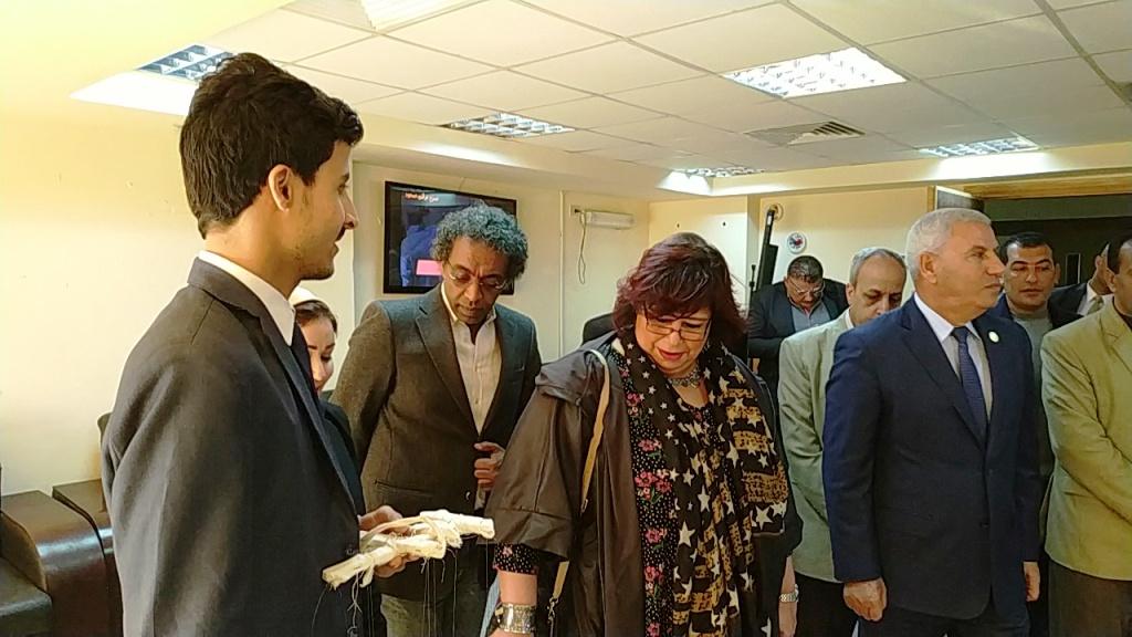 وزيرة الثقافة تتفقد مكتبة مصر العامة بمطروح على هامش مؤتمر أدباء مصر (7)