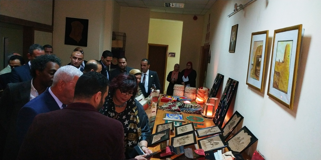 وزيرة الثقافة تتفقد مكتبة مصر العامة بمطروح على هامش مؤتمر أدباء مصر (1)