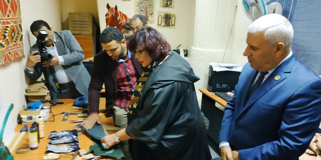 وزيرة الثقافة تتفقد مكتبة مصر العامة بمطروح على هامش مؤتمر أدباء مصر (5)