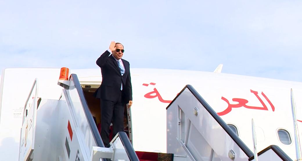 الرئيس مغادرا أرض الوطن