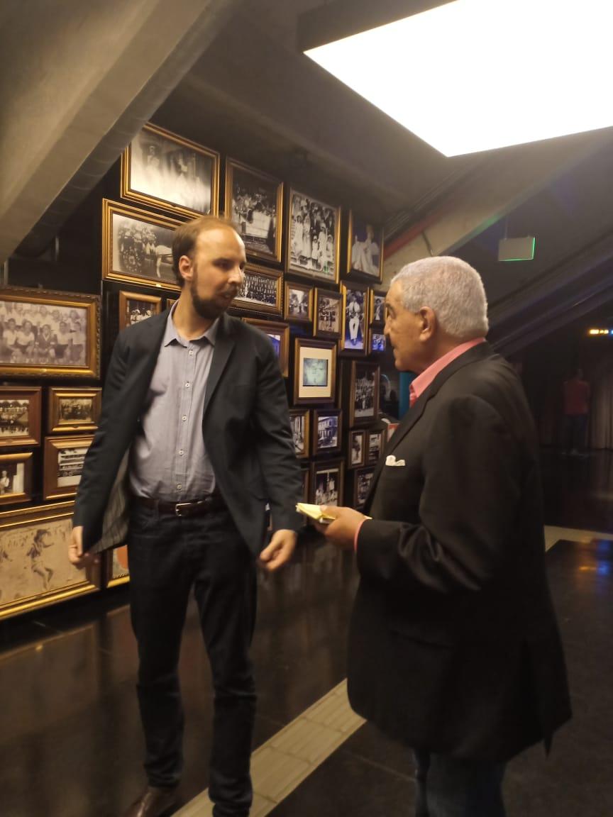 خلال زيارة الدكتور زاهى حواس والسفير المصرى لمتحف كرة القدم (1)