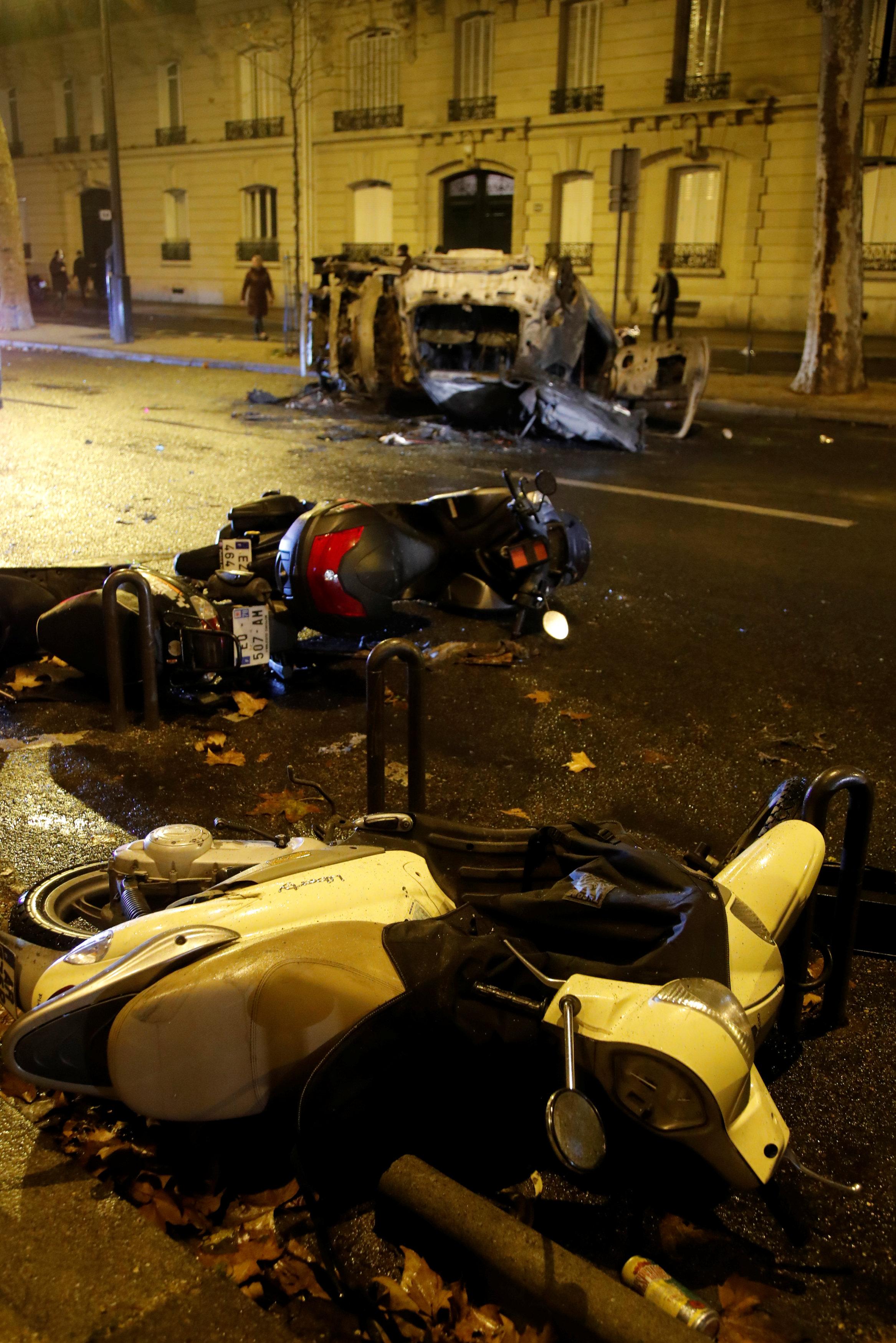 مظاهر التخريب والدمار تهيمن على العاصمة الفرنسية