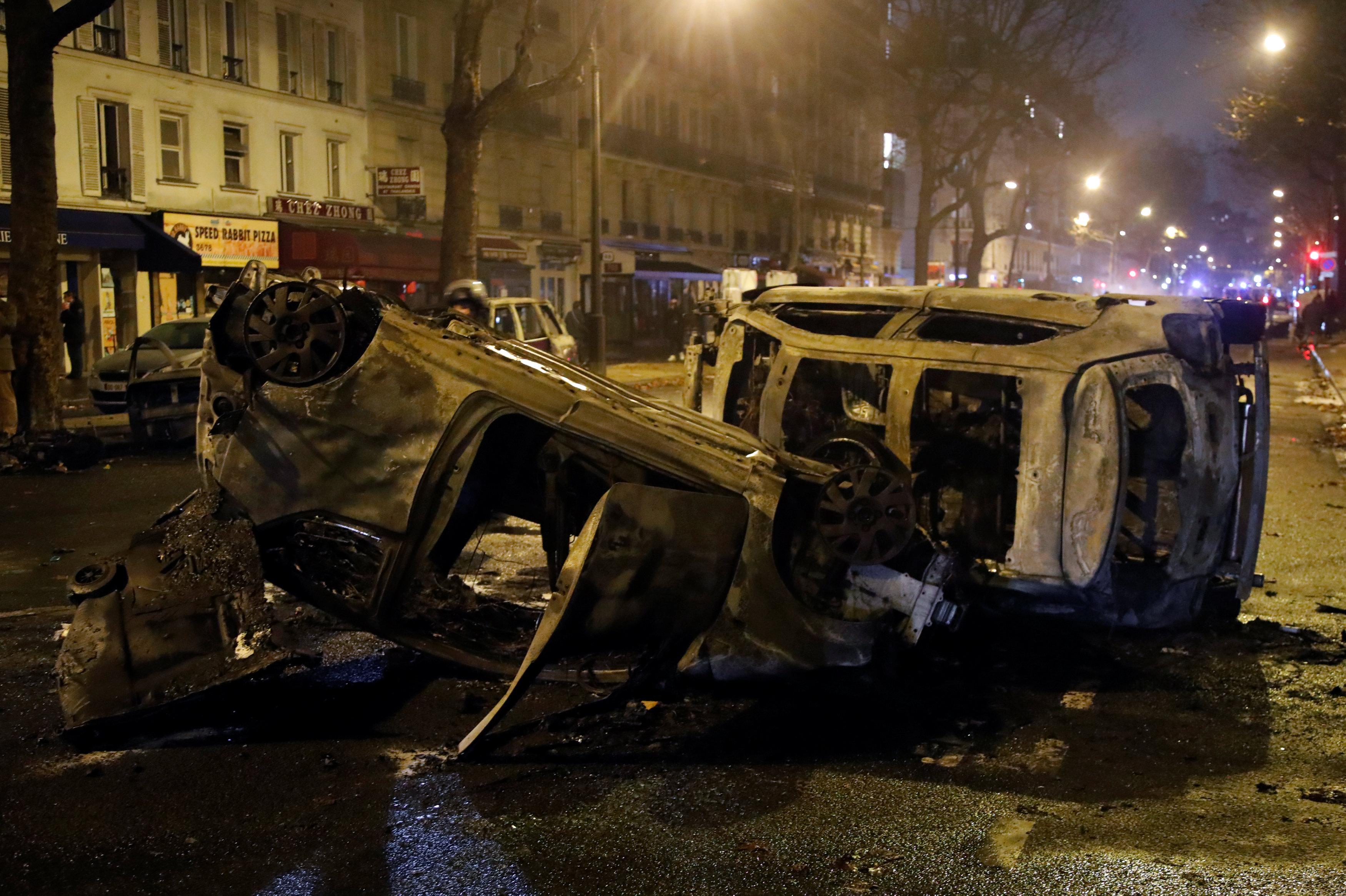تدمير وخراب يسيطر على الشوارع الفرنسية