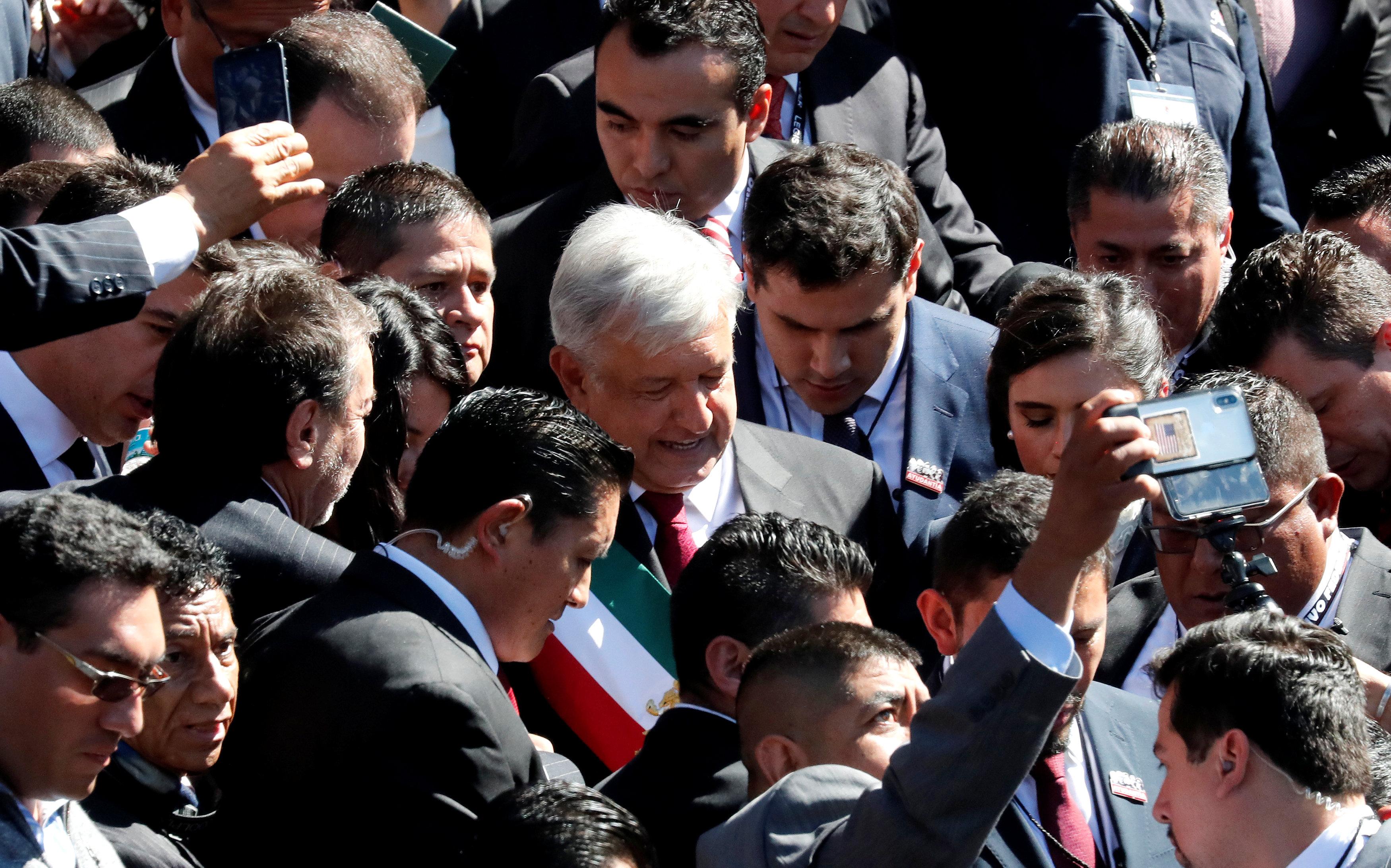 الرئيس المكسيكى وسط المئات من أنصاره