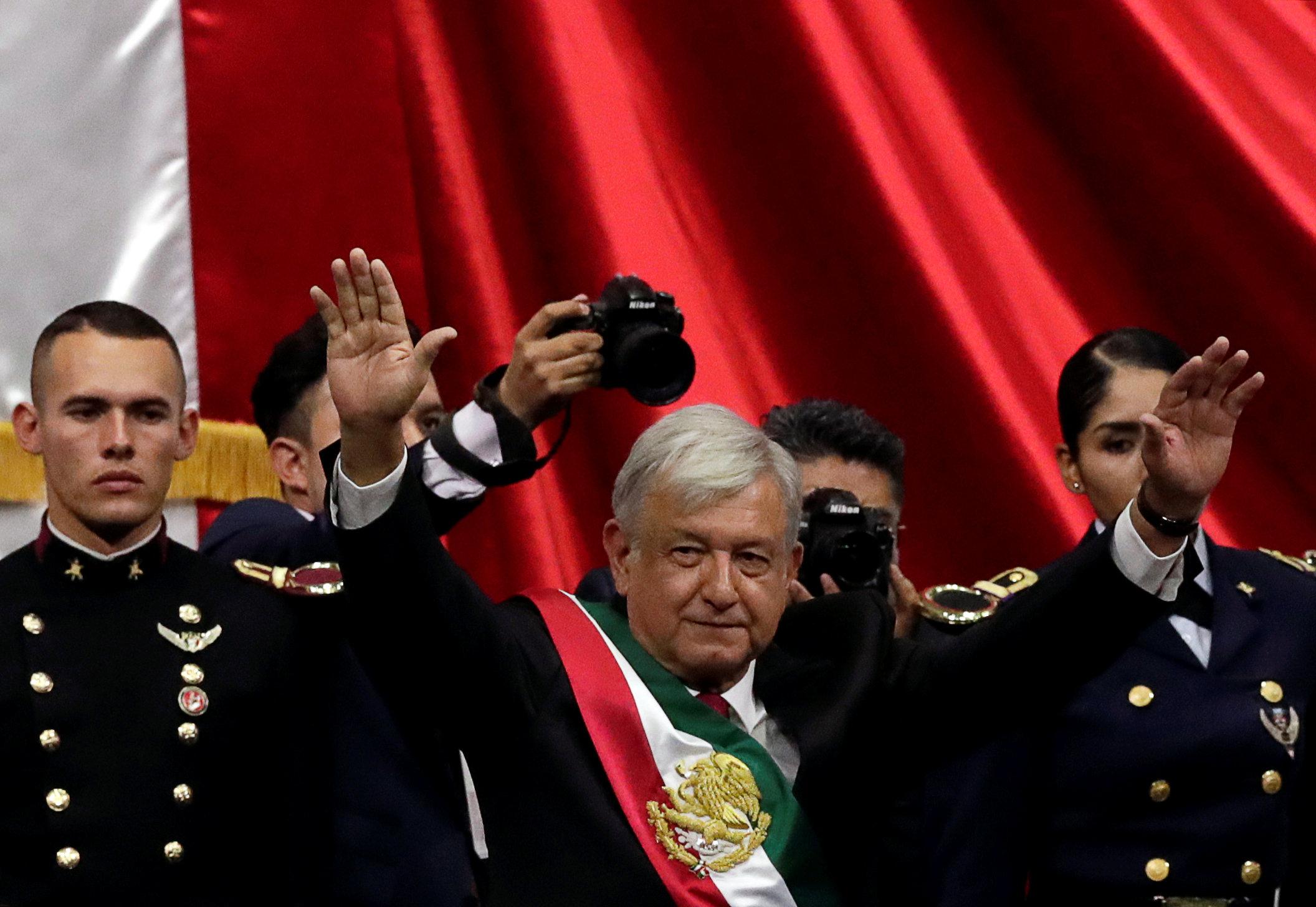 الرئيس المكسيكى يحيى أنصاره