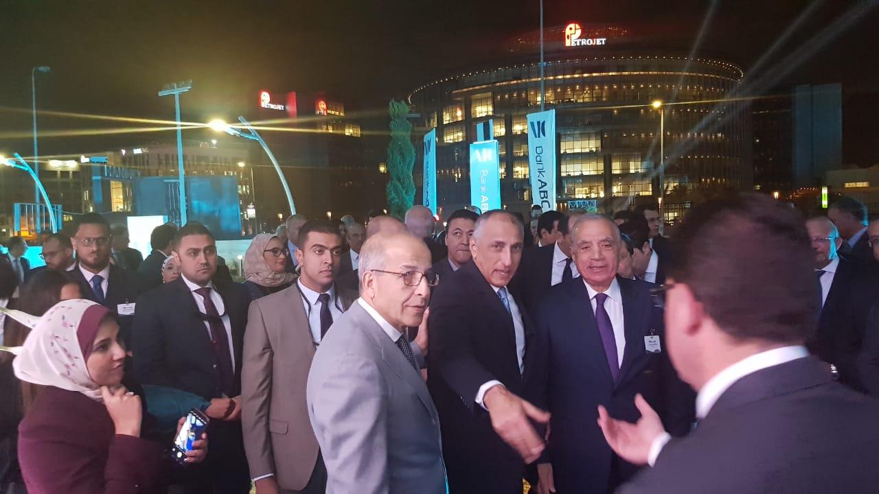 طارق عامر محافظ البنك المركزى خلال وصوله المقر الرئيسى لبنك abc