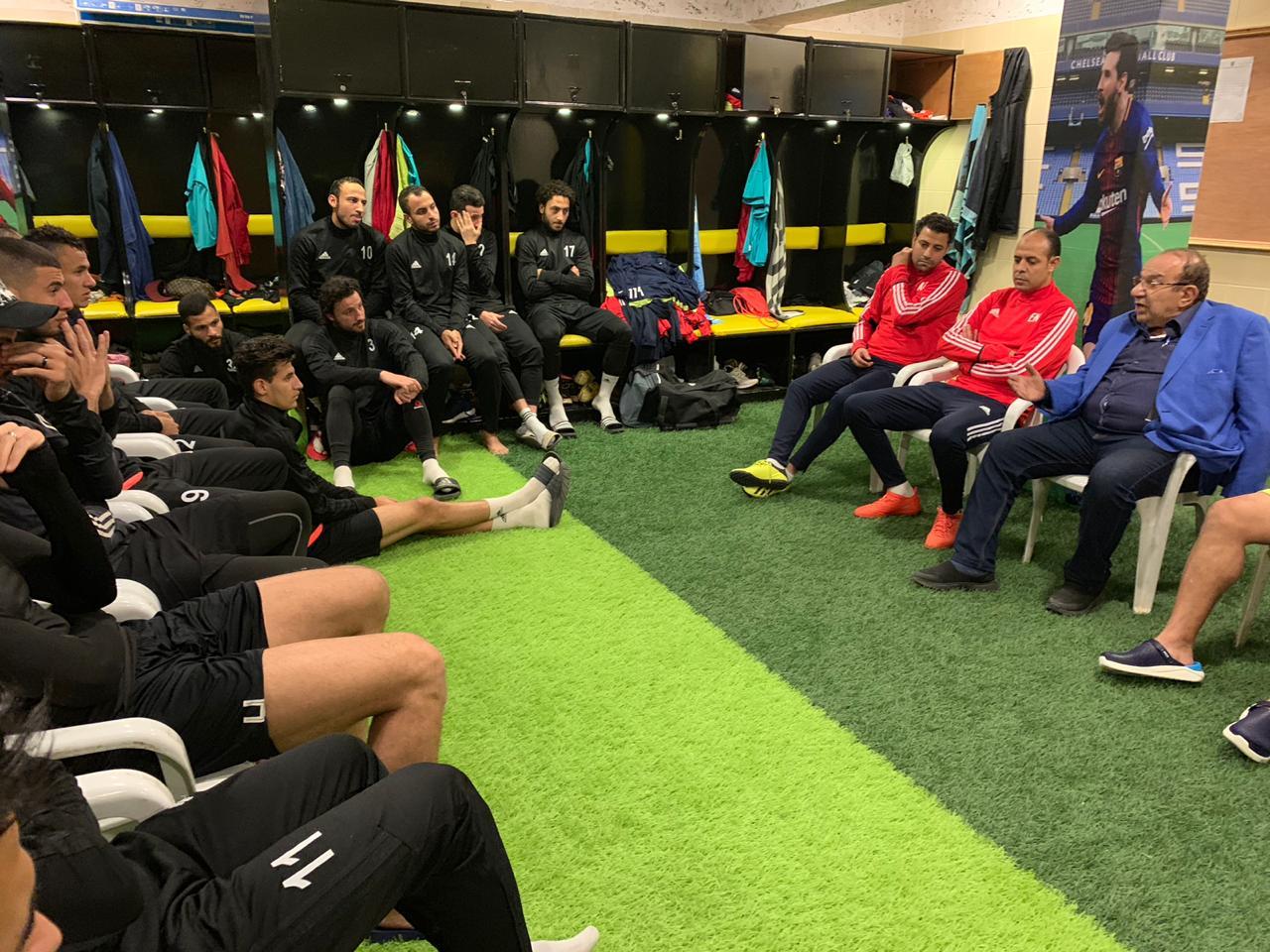اجتماع المشرف العام على الكرة بالمقاولون مع اللاعبين