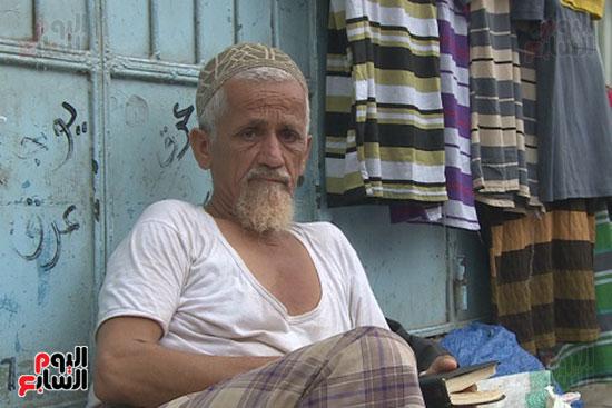 55158-شيخ-يمنى-سلبه-الحوثى-منزله-ولم-لم-يعد-له-سوى-دكان-صغير-بالسوق-الشعبية
