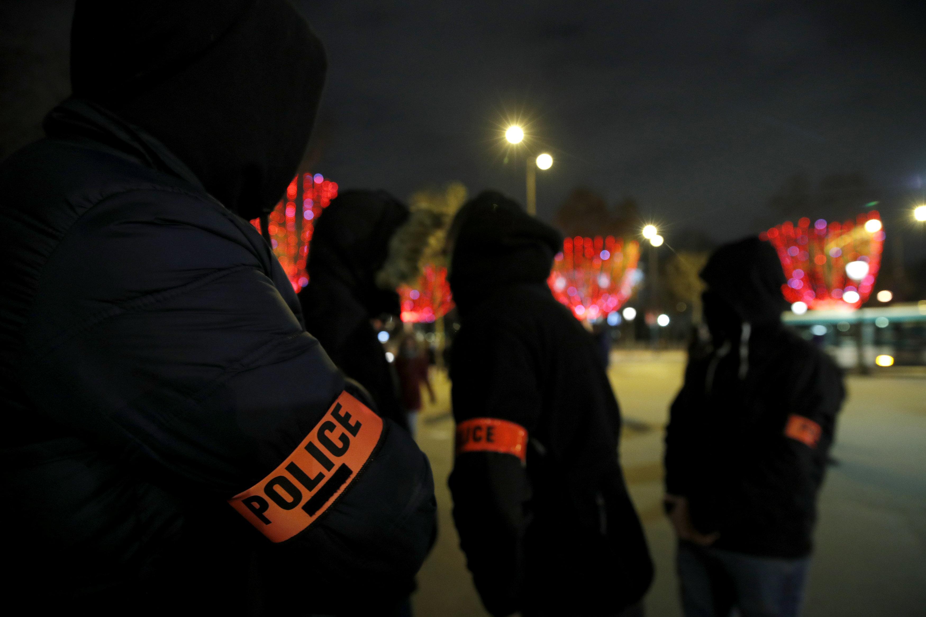 2018-12-20T222525Z_1906406261_RC1D4E430C50_RTRMADP_3_FRANCE-PROTESTS-POLICE