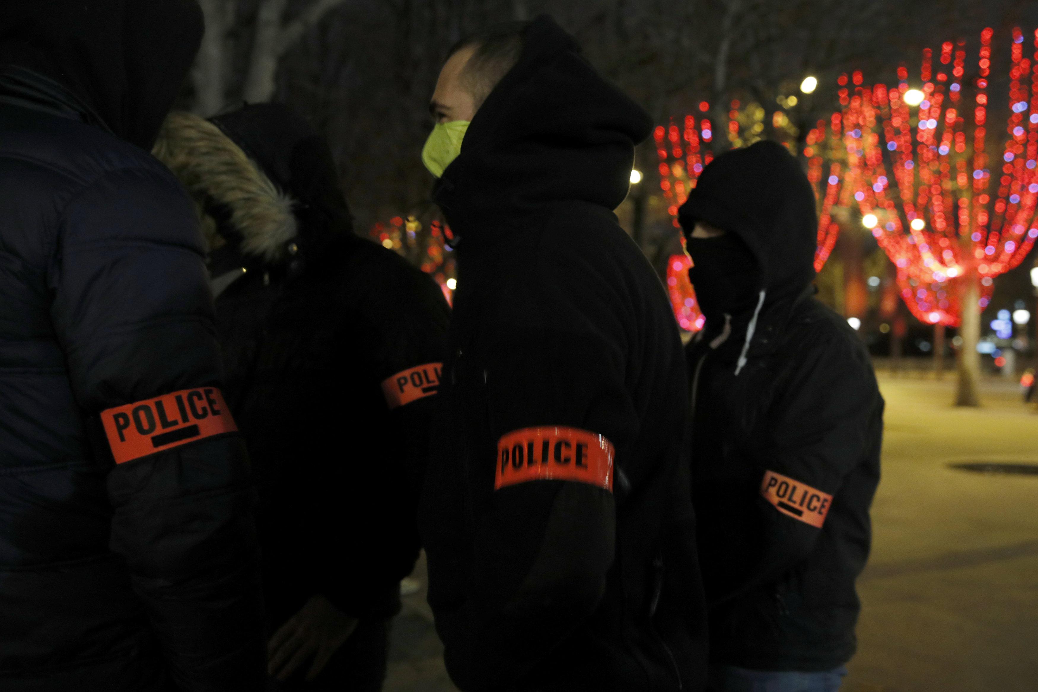 2018-12-20T222523Z_164563303_RC191AF51C50_RTRMADP_3_FRANCE-PROTESTS-POLICE