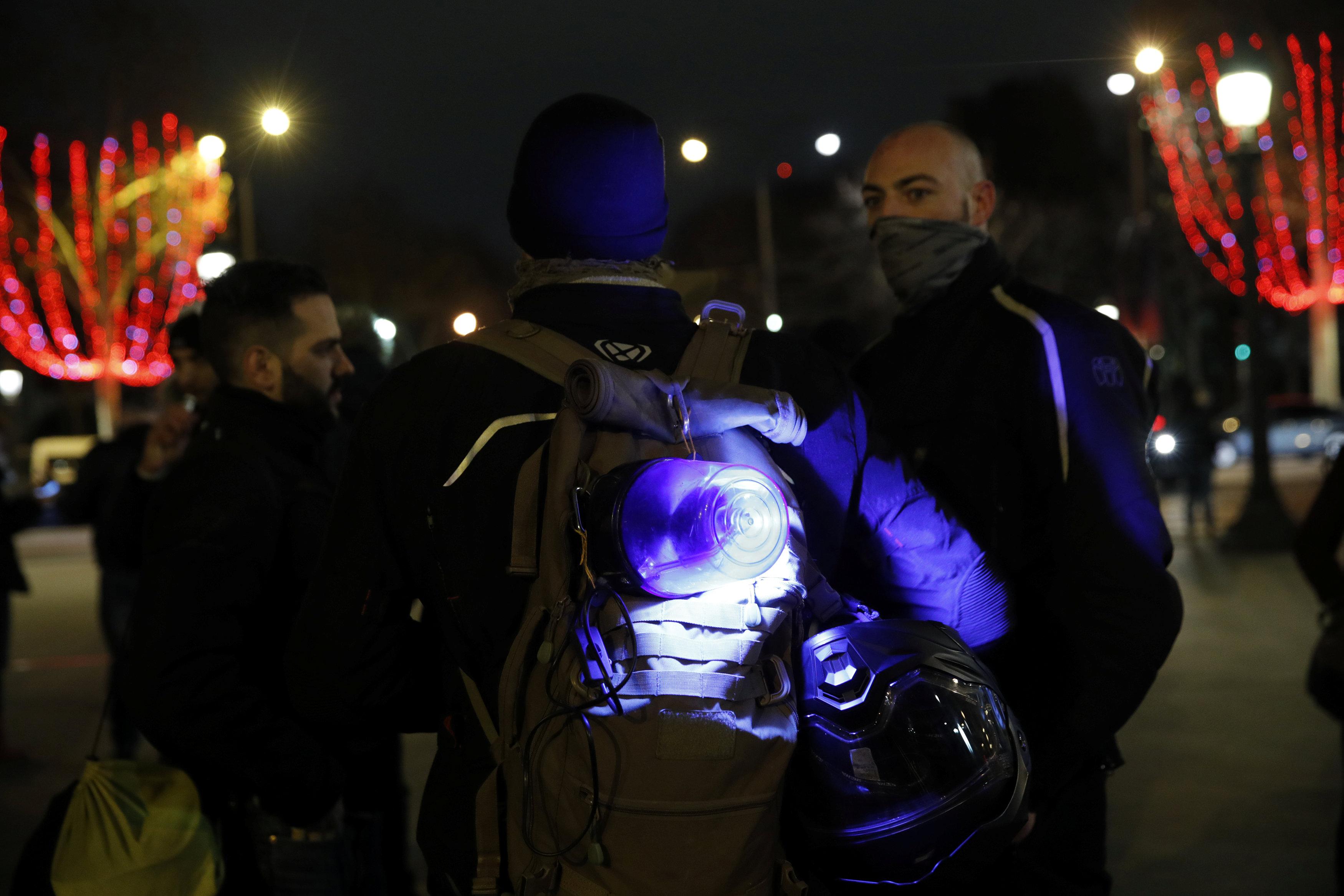 2018-12-20T222907Z_1644579437_RC18206F5B00_RTRMADP_3_FRANCE-PROTESTS-POLICE